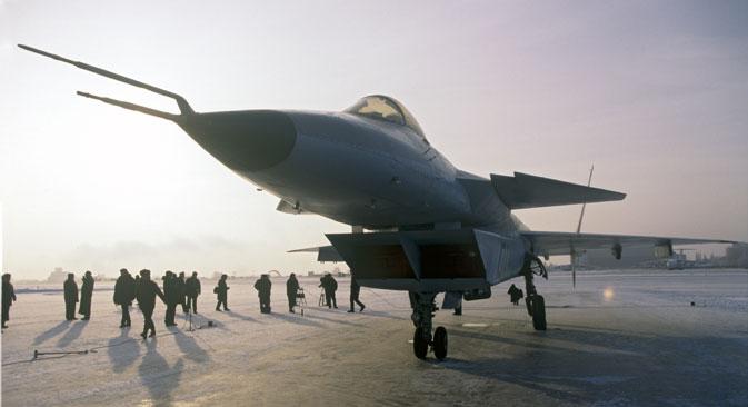 """Нови руски мултифункционални ловачки авион МиГ 1.42 направљен у Конструкторском бироу """"Микојан и Гуревич"""". Фотографија: Владимир Вјаткин / РИА """"Новости""""."""