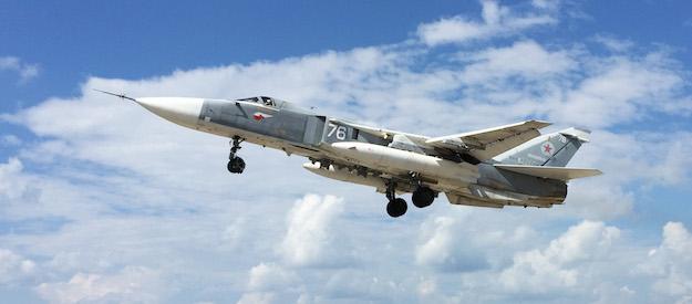 Су-24 полеће са војне базе Хмејим у Латакији.