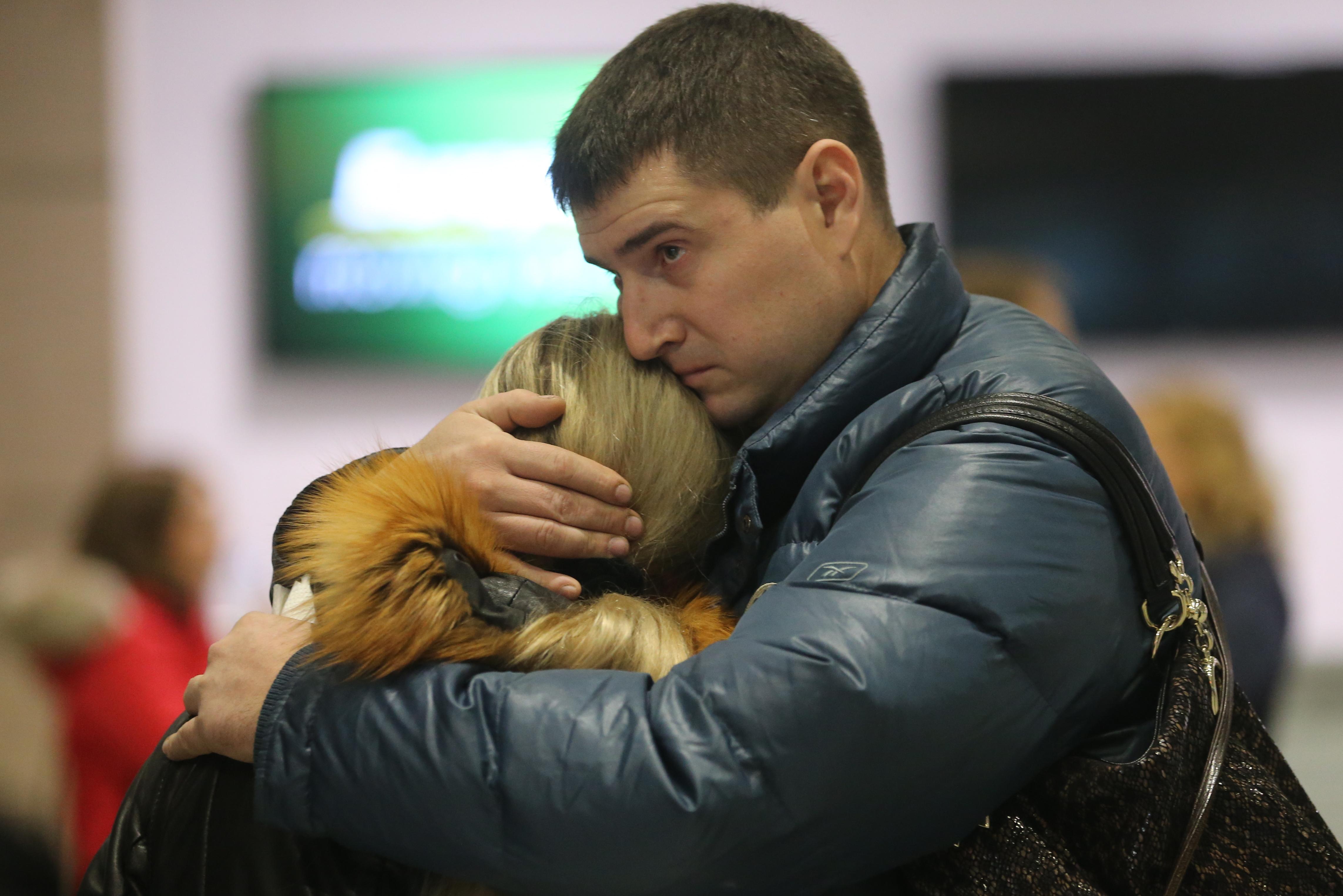 Bestürzung bei den Angehörigen der Passagiere des Unglücksfluges. Nach vergeblichem Warten am Flughafen Pulkowo in Sankt Petersburg zerbrachen alle Hoffnungen: Es gibt keine Überlebenden.