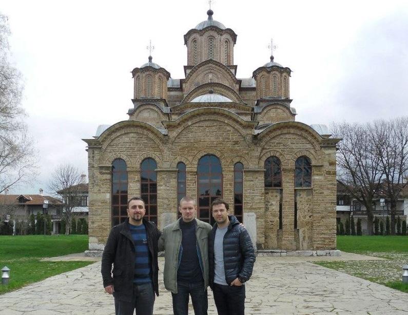 Антон Саричихин (у средини) са пријатељима у Грачаници.