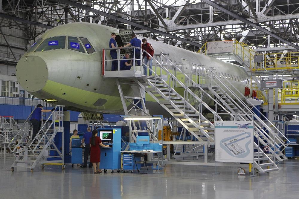 Novo avião de passageiros MC-21 terá produção em série a partir de 2017