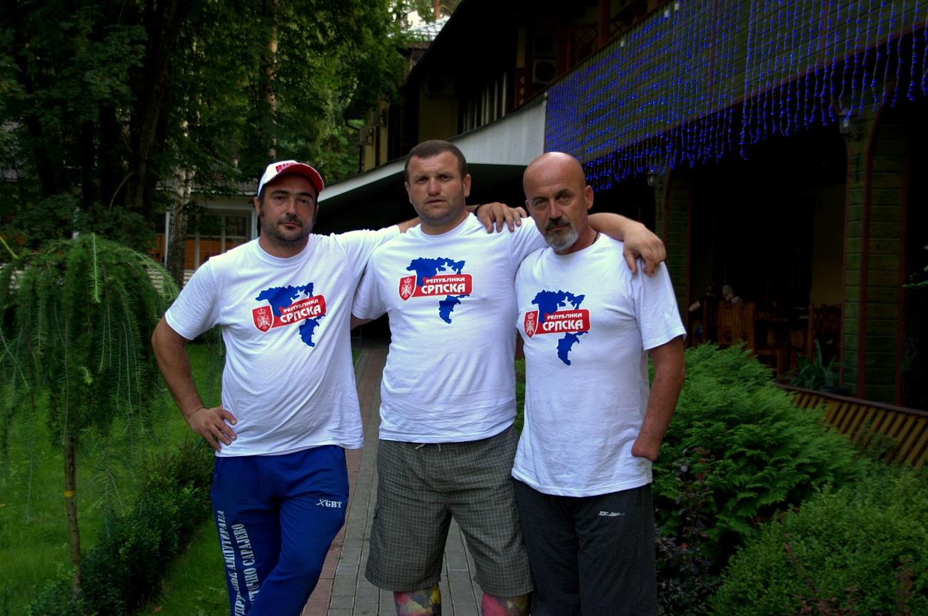 """Срђан, Дејан и Петар у """"Арт-хотелу"""" у Пушкину."""