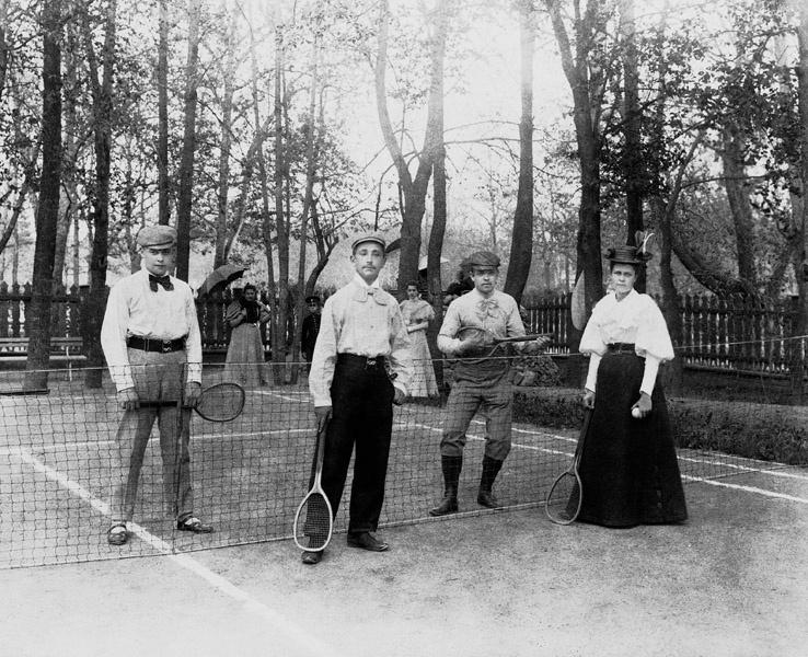 Тенис је био једна од омиљених разонода руске аристократије с краја 19. и почетка 20. века.