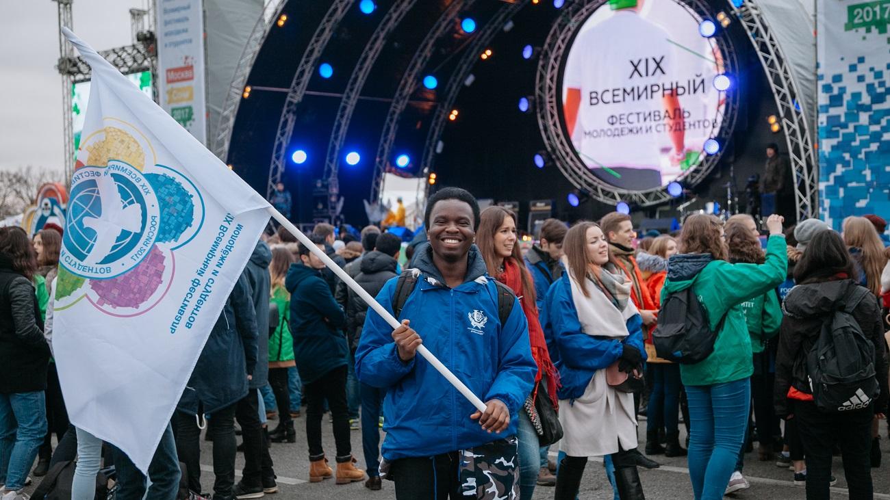 Letos bo sodelovalo 25.000 mladih iz 150 držav, ki se bodo ukvarjali s političnimi in znanstvenimi razpravami, športom in umetnostjo. Vir: Press Photo