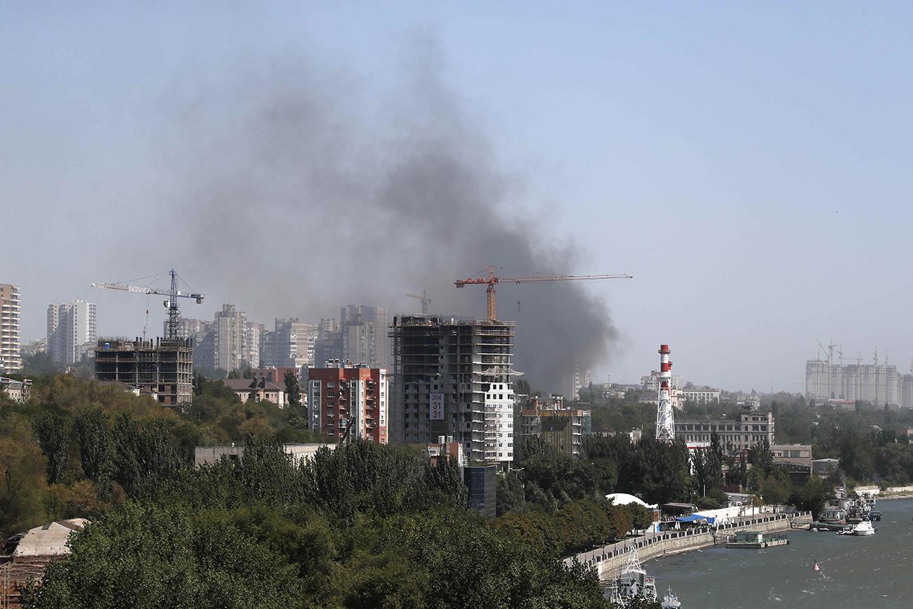 Dim se uzdiže iznad stambenog rajona Rostova na Donu /