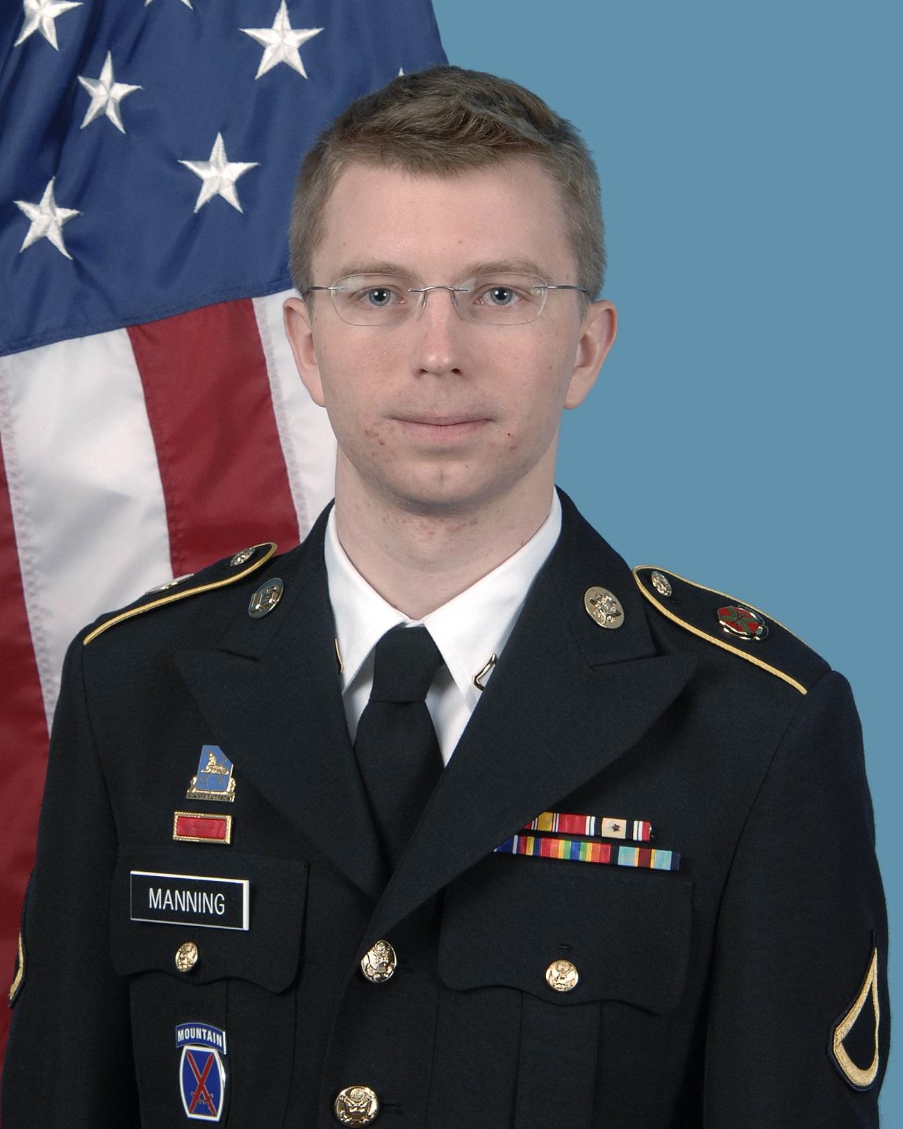 Chelsea Manning, ko je bila še Bradley Manning na fotografiji ameriške vojske.