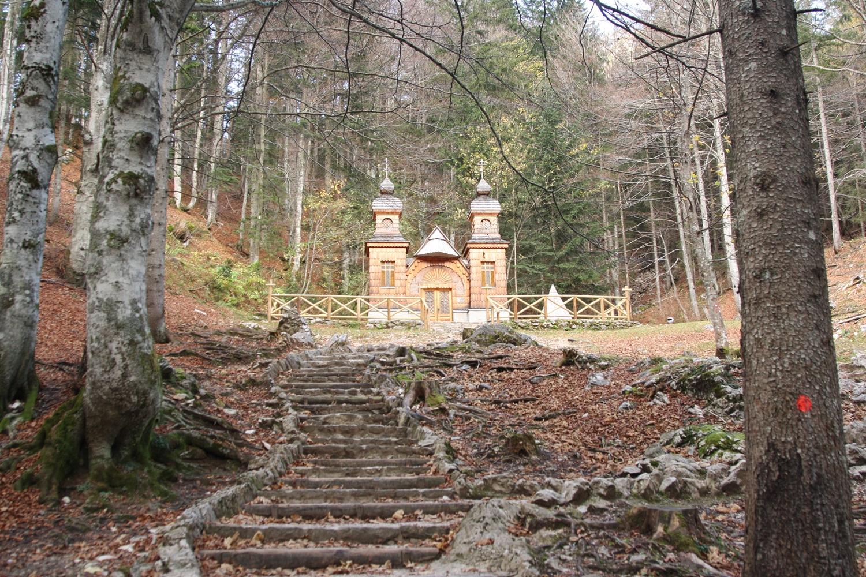 Ruska kapelica na Vru0161iu010du je u017ee desetletja tradicionalni kraj slovensko-ruskih sreu010danj.