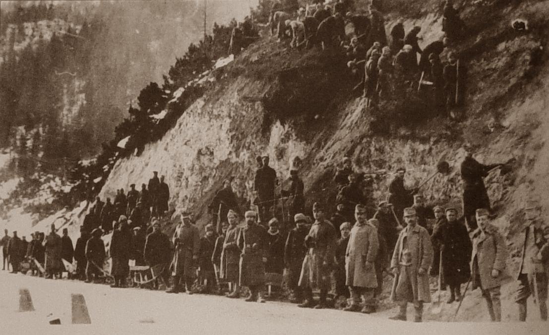 Ruski vojni ujetniki med gradnjo Ruske ceste.