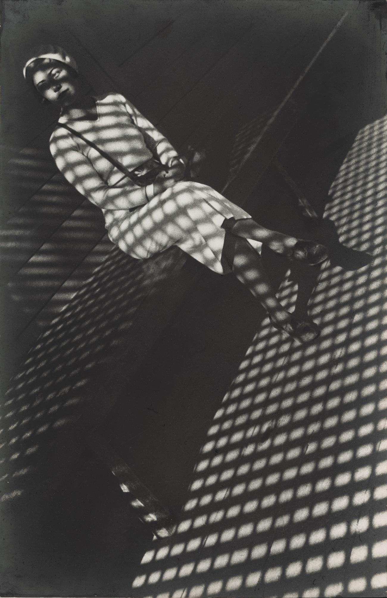 """""""Dekle z leico"""". Aleksander Rodčenko. Vir: Moskovska šola za fotografijo in multimedijo A. Rodčenka"""