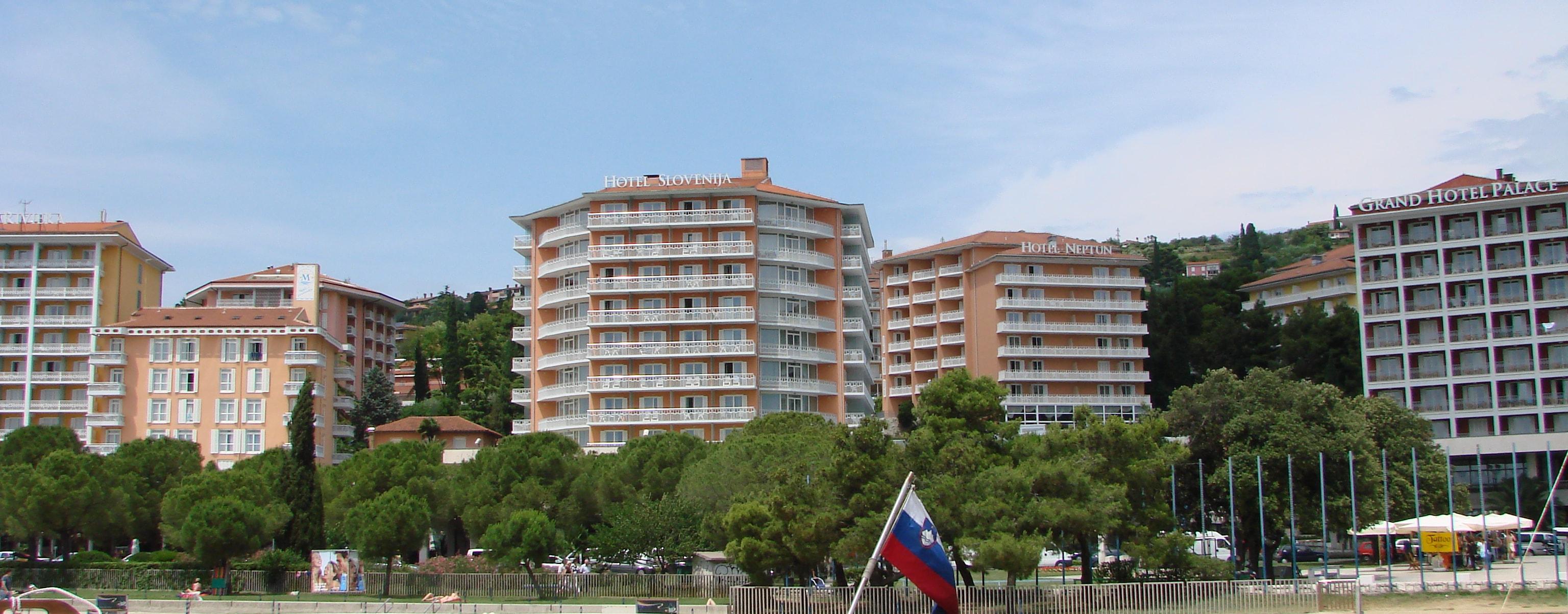 V hotele v Portorožu prihajajo zlasti bolj premožni Rusi. Vir fotografije: wikipedia.org / Matjaž Zaplotnik