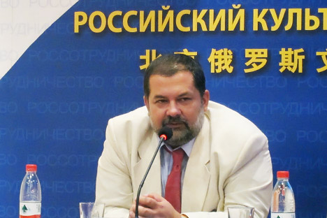 Sergei Lukyanenko meet readers and journalists on Beijing Book Fair. Source: Press Photo.