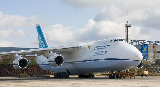 Letalo Antonov An-124.\n