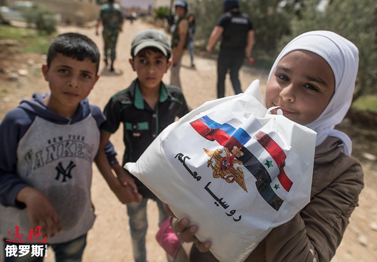 Selain itu, Rusia secara konsisten terus mengirimkan bantuan kemanusiaan dan medis kepada masyarakat Suriah hingga negara mereka kembali damai.